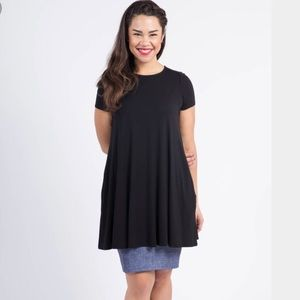 Agnes & Dora solid black swing tunic size S